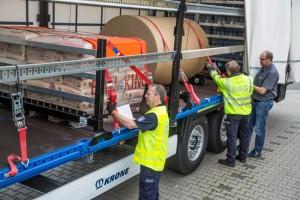 Sposób zabezpieczenia ładunku także podlega kontroli. Pasy muszą mieć atesty, asam ładunek powinien być zabezpieczony przedprzemieszczeniem najlepiej jak jest tomożliwe (fot: Krone)