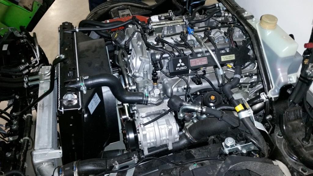 3-litrowy doładowany silnik zukładem wtryskowym common rail generuje moc 110 kW (150 KM) imoment 370 Nm; gdydoda się dotego 40 kW (56 KM) i200 Nm silnika elektrycznego uzyskiwane osiągi wzupełności wystarczają dowiększości zadań