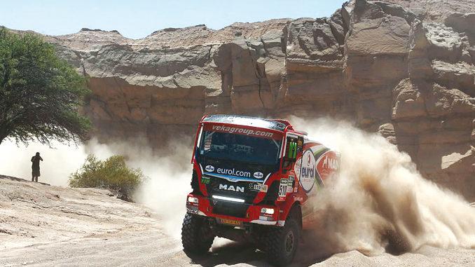 Hans Stacey – kuzyn Gerarda de Rooya izwycięzca Dakaru z2007 r. – wygraną pierwszego etapu zapewnił sobie mocny start. Cały rajd utrzymywał się wczołówce, ostatecznie zajął 4. miejsce (fot.© Eurol Veka Man Rally Team)