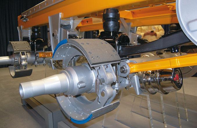 Układy zhamulcami bębnowymi doskonale sprawdzają się np.wwykorzystywanych nabudowach naczepach samowyładowczych (fot.© SAF-Holland)