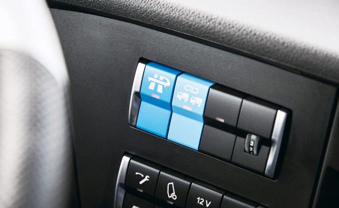 Aktywacja funkcji jazdy autonomicznej wramach systemu Highway Pilot orazdodatkowo Highway Pilot Connect pozwala nato, żeinne podobnie wyposażone pojazdy mogą dołączyć wcelu uformowania kolumny; zkolei aby dołączyć dokolumny, kierowca musi jedynie nacisnąć przycisk aktywujący system Highway Pilot iprzełączyć się nazautomatyzowany tryb jazdy