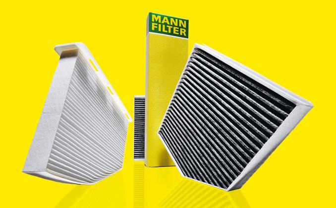 Standardowy filtr kabinowy polewej stronie iwzbogacony wkładem zwęgla aktywnego – poprawej (fot.© Mann Filter)