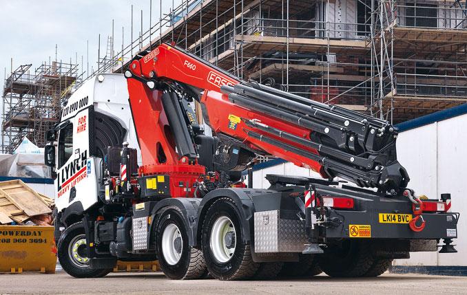 Żuraw Fassi F660 klasy heavy duty owysięgu 30 m, zamontowany napodwoziu ciągnika siodłowego (fot.© Renault Trucks)