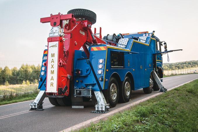 Hydrauliczne podpory stabilizują pojazd szczególnie podczas pracy wciągarki (fot.Tevor)