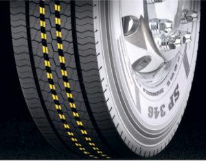 Mostki stabilizujące centralne żebra bieżnika pozwalają uzyskać większy przebieg (fot.Goodyear)