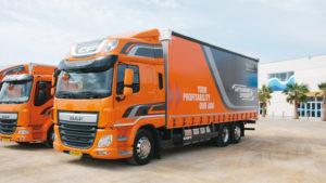 Dystrybucyjna propozycja DAF Trucks: 3-osiowy CF z310-konnym silnikiem ikurtynową zabudową Schmitz Cargobull (fot.D. Piernikarski)