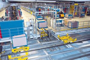 Producenci OEM zaopatrują swoich importerów isieci serwisowe woryginalne części zamienne, bazą jest zazwyczaj centralny magazyn części – nazdjęciu niewielki fragment magazynu centralnego Volkswagena wKassel (fot.Volkswagen)