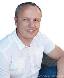 Maciej Kaczor, dyrektor Centrum Badawczo-Rozwojowego Wielton SA: Produkcja wywrotek budowlanych wWieltonie jest ciągle nawysokim poziomie. Wsegmencie naczep samowyładowczych dla branży budowlanej konkurujemy zarówno zproducentami polskimi, jak izagranicznymi. Oferujemy bardzo ciekawe rozwiązania konstrukcyjne, które znajdują swoje zastosowanie wniezwykle szerokiej gamie różnorodnych produktów.