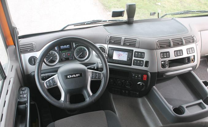 """""""Centrum dowodzenia"""" kierowcy jest bardzo ciche, przejrzyste iwygodne, chociaż ustawianie kolumny kierownicy jest dość niewygodne"""